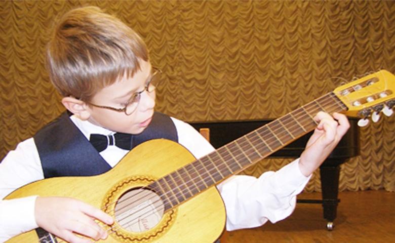 уроки обучения игры на гитаре