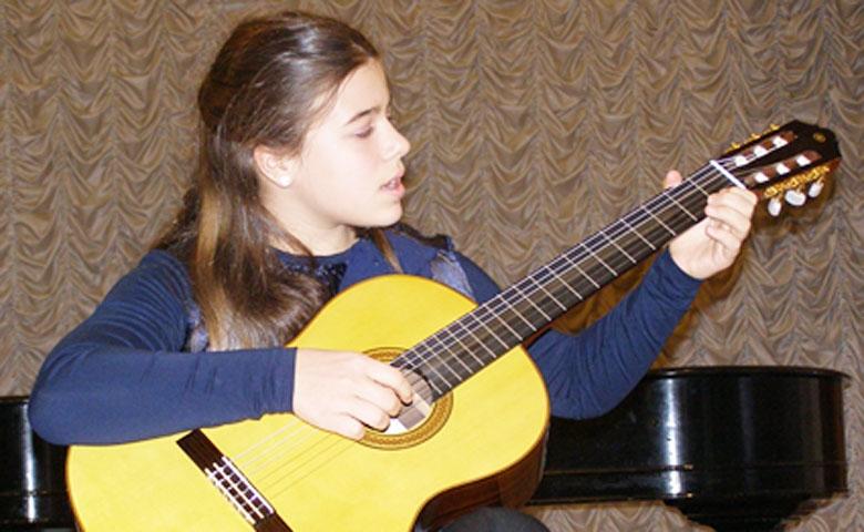 Ученица Гитарного Центр Ardor Fuerte