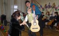 обучение на гитаре детей